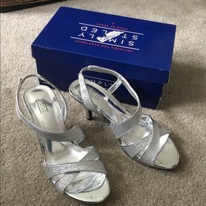 Simply Styled Women's Size 7 Silver Sandal